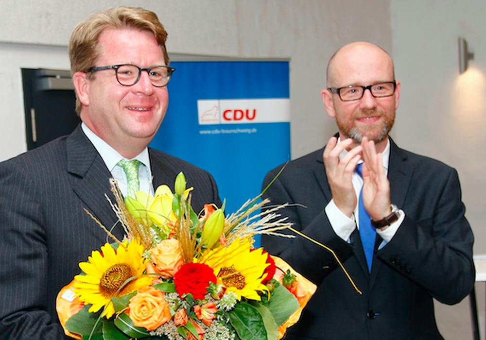 CDU-Bundestagsabgeordneter Peter Taubert gratuliert Carsten Müller für die Nominierung. Foto: Siegfried Nickel