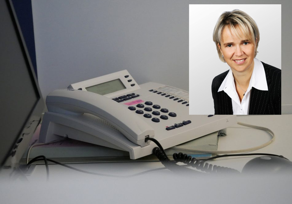 Gabriele Kühne steht am Telefon mit Tipps und Beratung zur Verfügung. Fotos: Alexander Panknin/Agentur für Arbeit