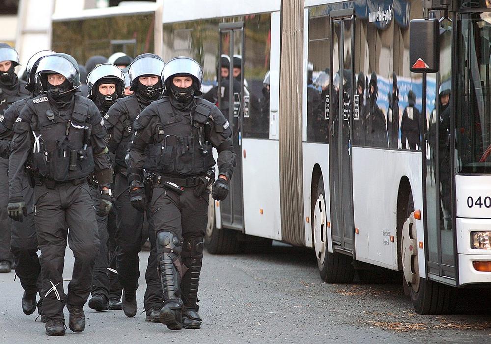 Die Polizei verhängt zahlreiche Verbot. Foto: Archiv