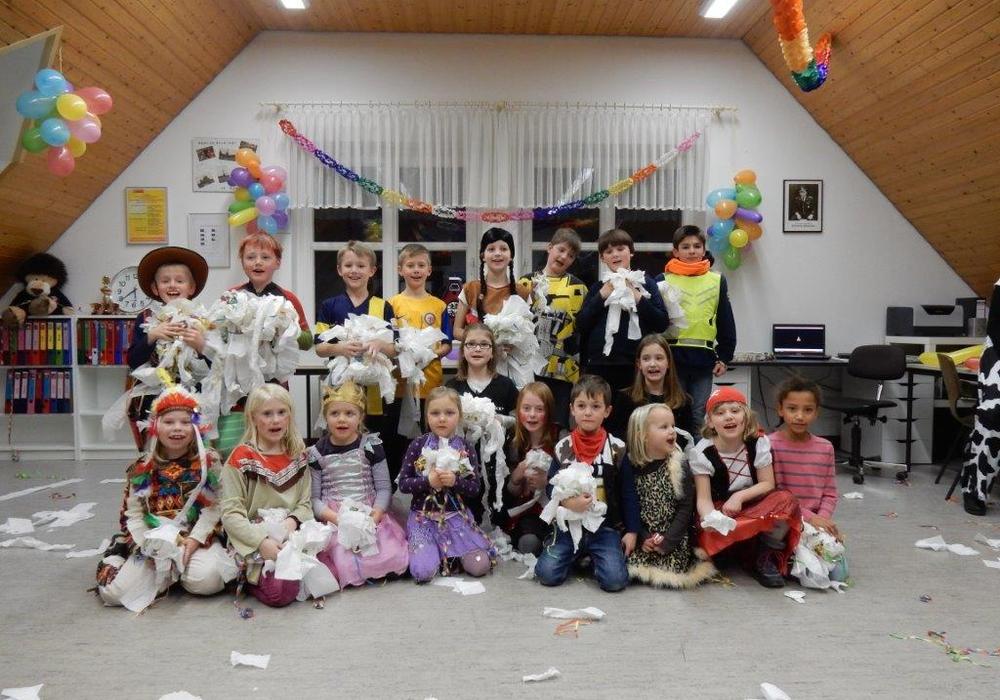 Die Löschlöwen der Kinderfeuerwehr Watenbüttel haben im Feuerwehrhaus eine wilde Karnevalsparty gefeiert. Foto: St. Kadereit