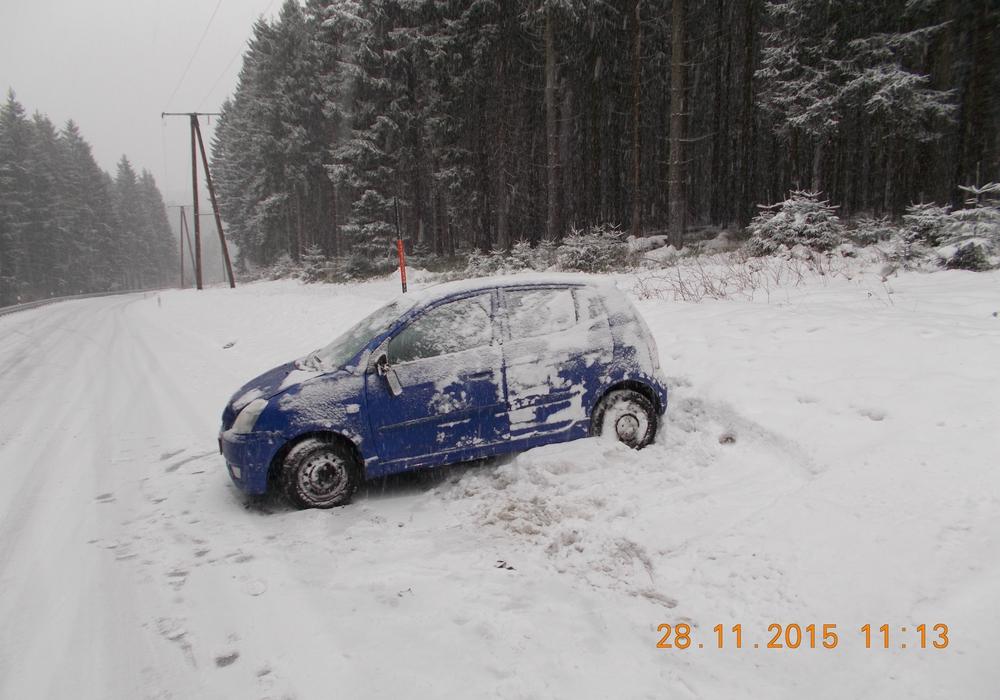 Der Wintereinbruch führte im Bereich Clausthal-Zellerfeld zu mehreren Unfällen. Dabei wurde ein Mann verletzt. Fotos: Polizei