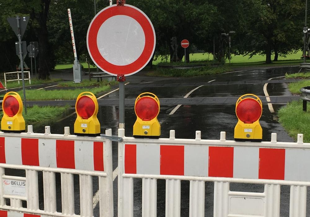 Im Zuge von Reparaturarbeiten an der Fahrbahn kommt es ab Mitte der nächsten Woche zur Sperrung des Wendekreises am Ende der Gerhard-Weule-Straße in Goslar. Symbolfoto: Jens Bartels