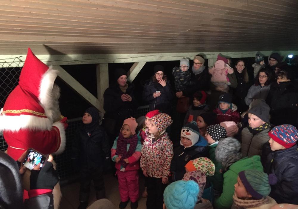 Der Nikolaus machte auch im Regenbogenkindergarten Halt. Foto: Gemeinde Lehre