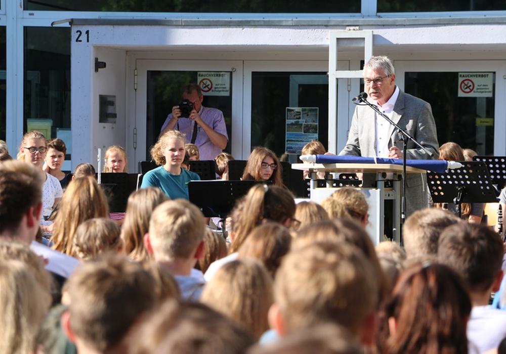 Schulleiter Michael Kluge bei seiner Rede. Fotos: Gymnasium Anna-Sophianeum