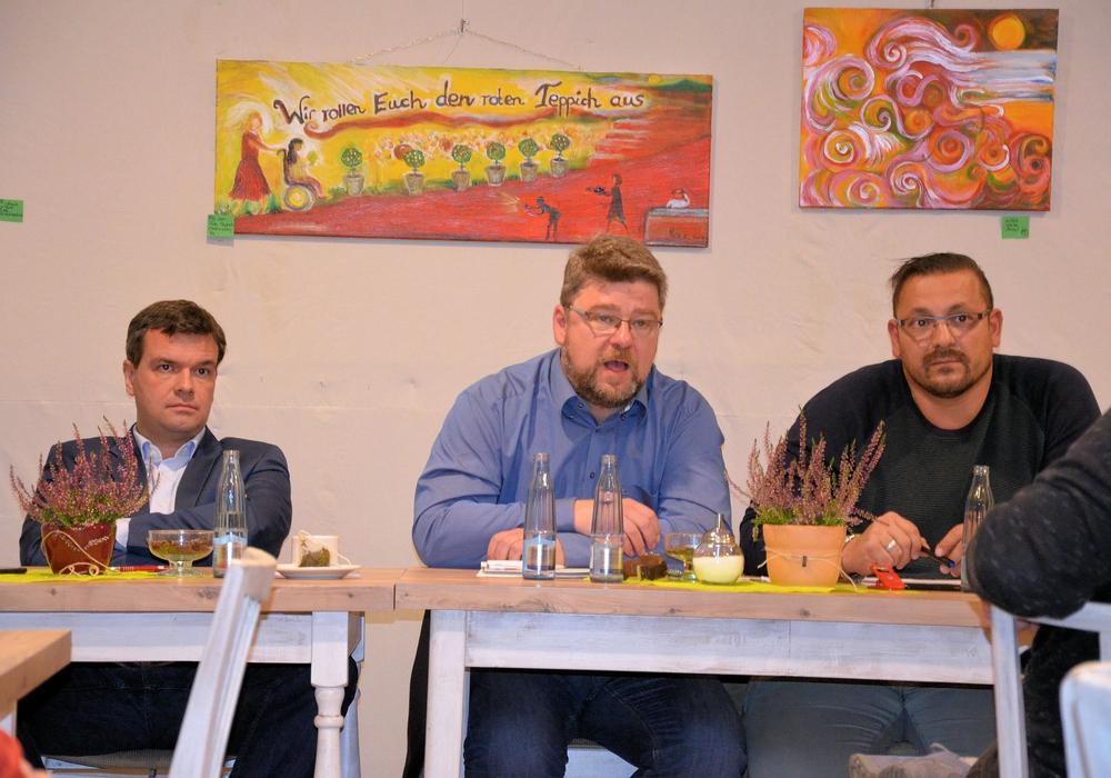 Dr. Alexander Saipa und Marcus Seidel beantwortete Fragen der Zuhörer. Foto: SPD