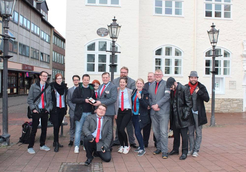 Die Partei Wolfenbüttel hielt eine Mahnwache in der Innenstadt ab. Foto: Die Partei