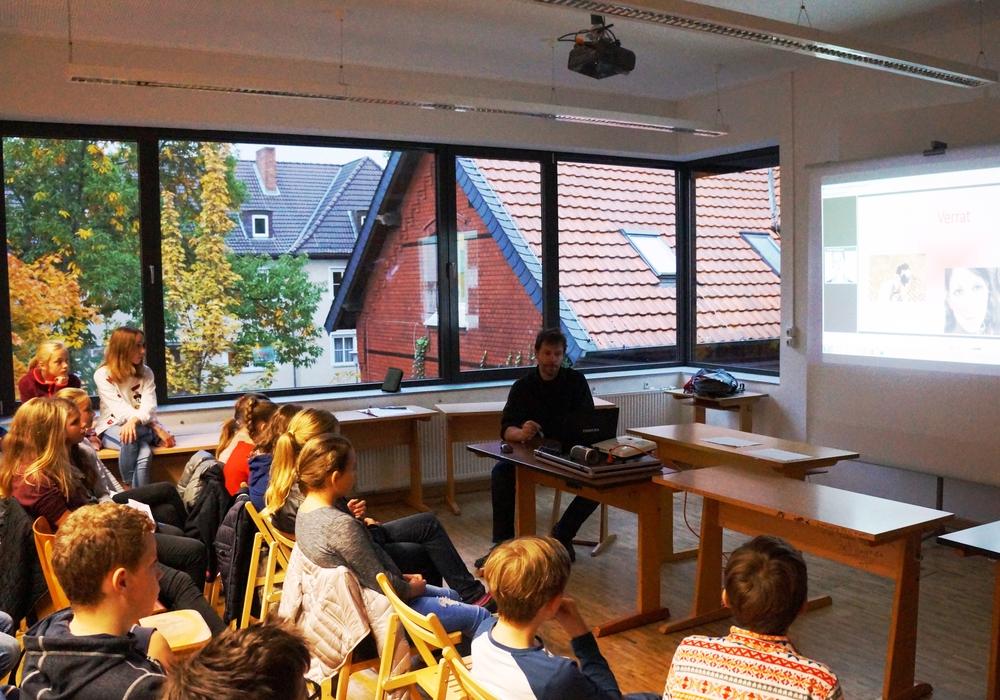 Die Schüler beim Seminar. Foto: CJD