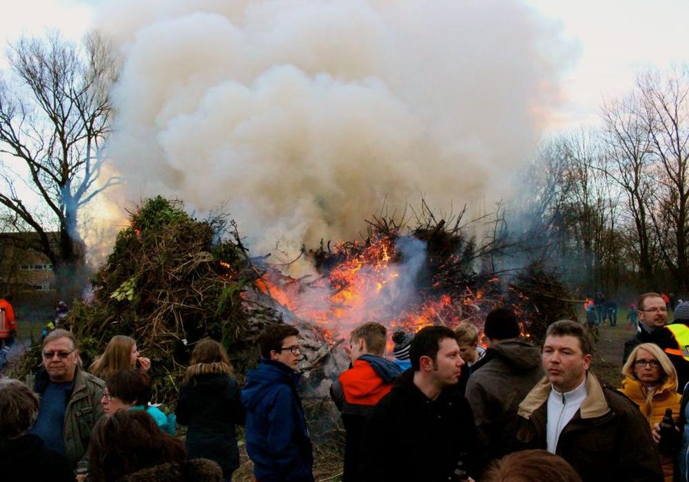 Ein Osterfeuer (hier in Stöckheim) ist für viele Ausdruck besonderer Brauchtumspflege. Archivfoto: Sina Rühland