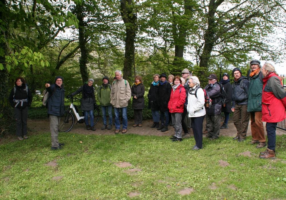 Die Teilnehmer auf der historischen Wanderung im vergangenem Jahr. Foto: Grüne
