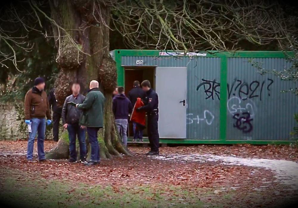 Drogen-Razzia in Goslar fördert auch Waffen zu Tage. Foto: Nino Milizia