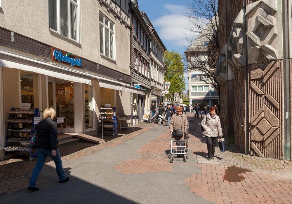 Der noch unsanierte Bereich der Rosentorstraße zwischen Bäckerstraße und Wohldenbergstraße. Fotos: Alec Pein