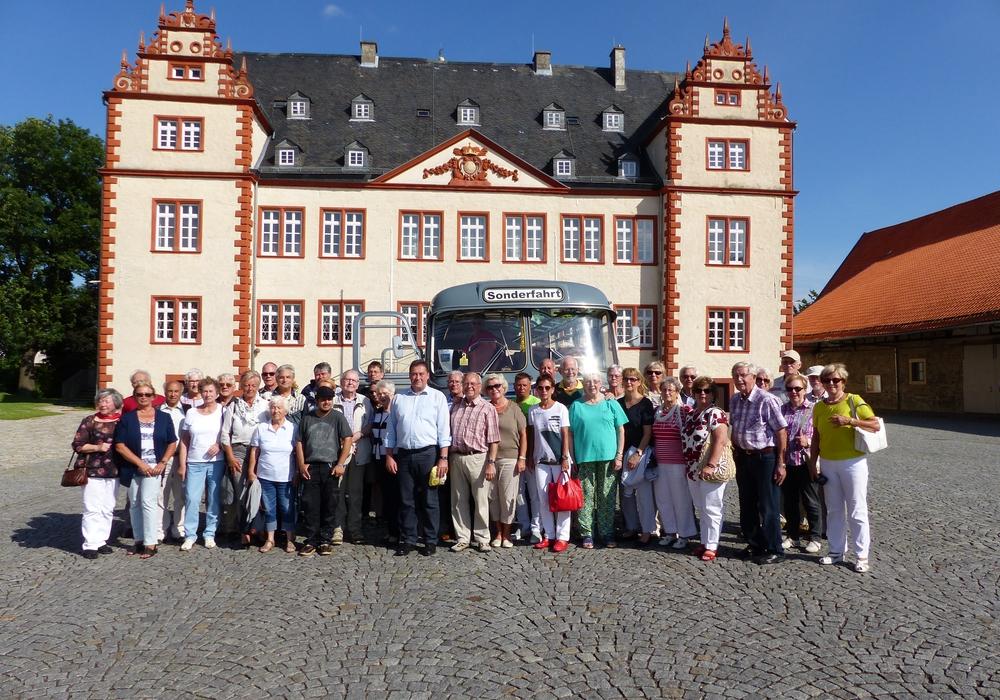 """""""Das kann gerne wiederholt werden"""" – Fazit der 41 Teilnehmer der CDU-Fahrt zum Schloss Salder im alten Büssing-Bus . Foto: Privat"""