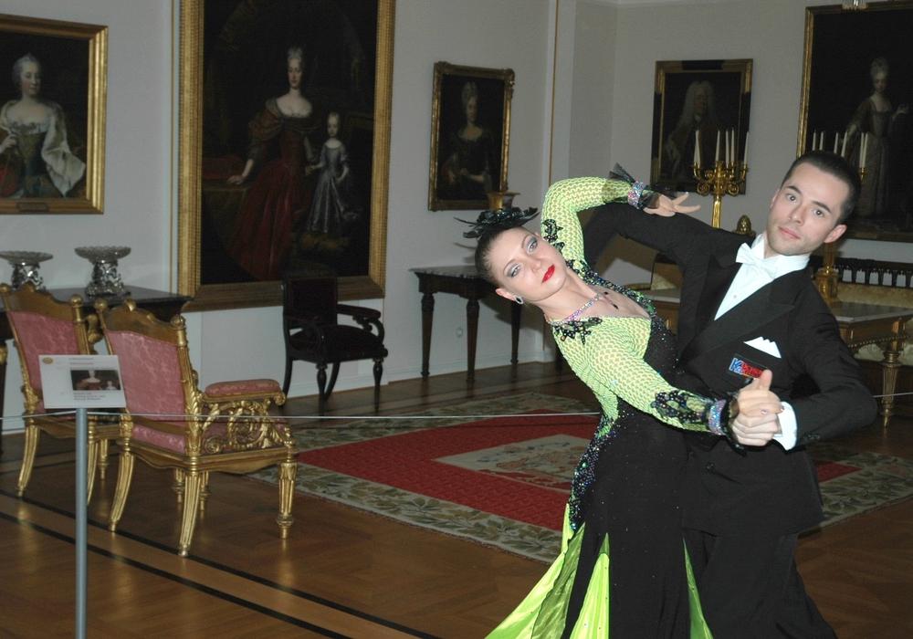 Ein Tänzchen in den historischen Räumen.                                    Fotos: Schlossmuseum