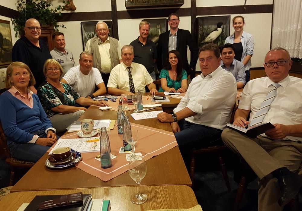 Der CDU-Kreisvorstad mit dem Kreisvorsitzenden Frank Oesterhelweg, MdL, (Mitte) sowie dem Kreistagsfraktionsvorsitzenden Uwe Lagosky, MdB. Foto: Privat