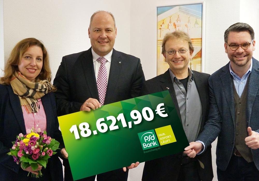 Von links: Bettina Battermann, Carsten Graf, Christoph Bettac, Florian Battermann. Foto: Markus Siemens, PSD Bank Braunschweig eG