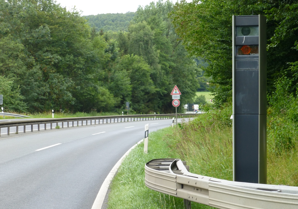 Mit 161 Stundenkilometern passierte ein Verkehrsteilnehmer aus Spanien die stationäre Messanlage auf der B243 bei Münchehof/Abfahrt Ildehausen. Erlaubt ist auf diesem Streckenabschnitt eine Geschwindigkeit von 70 km/h. Foto: Landkreis Goslar