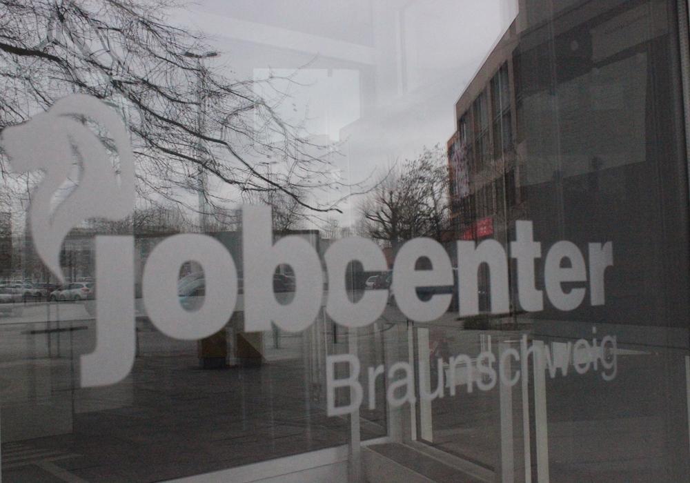 Das Braunschweiger Jobcenter hat 32 sogenannte Flüchtlingsbürgen angeschrieben und finanzielle Forderungen gestellt. Symbolfoto: Anke Donner