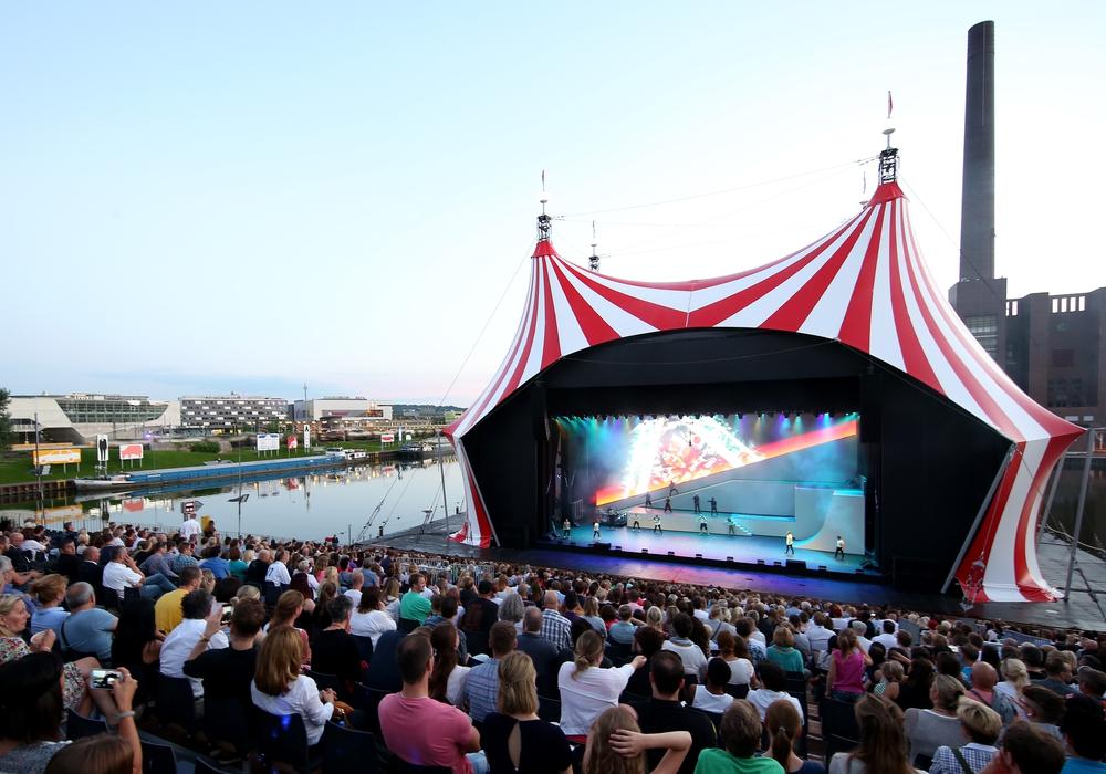 Die Hafenbühne wird auch dieses Jahr wieder geöffnet für Besucher. Fotos: Matthias Leitzke