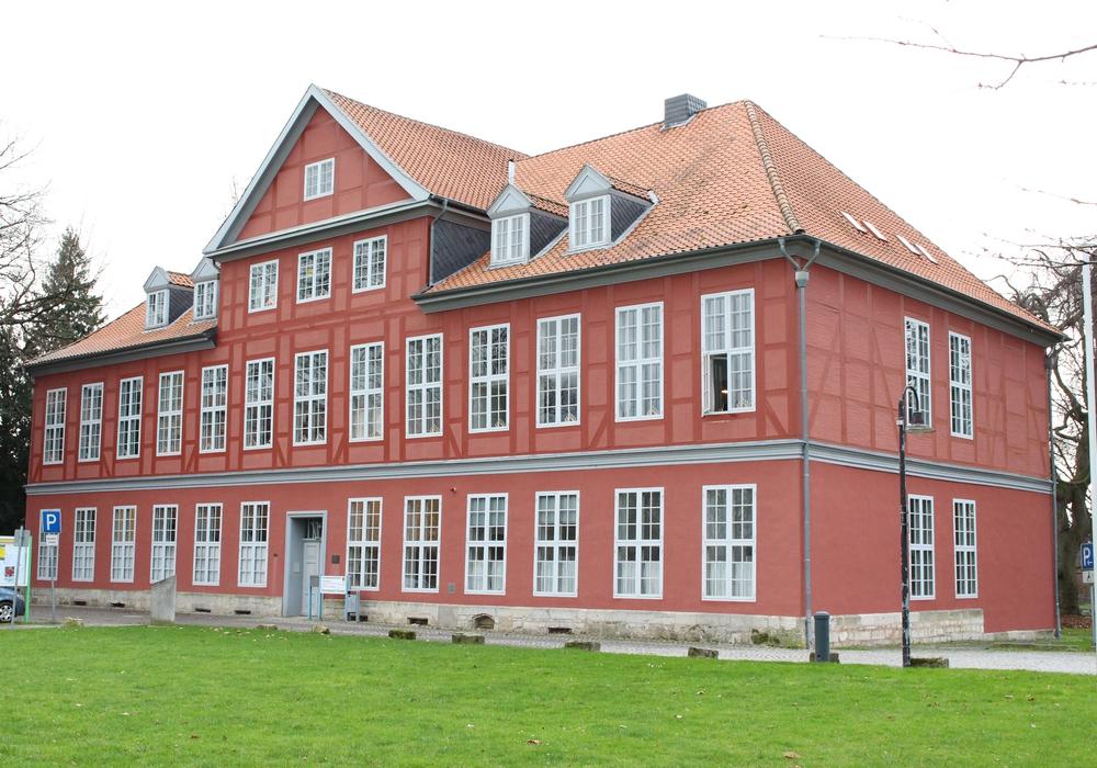 Das Herrenhaus in Sickte soll nun doch nicht verkauft werden. Foto: Max Förster