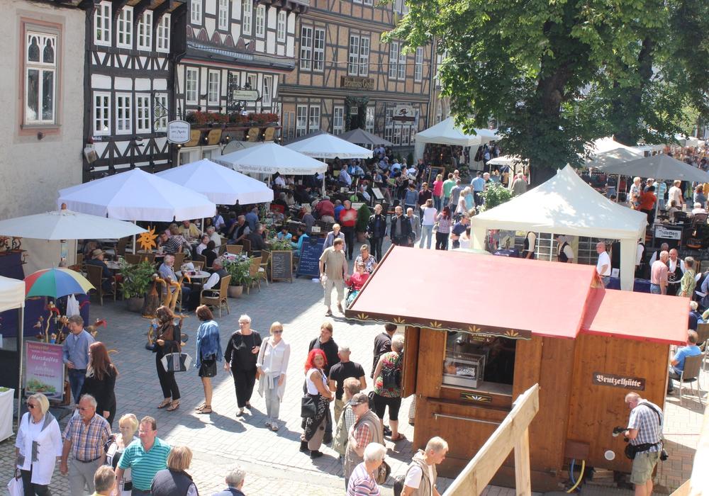 Aufgrund des Altstadtfestes, das vom 11. bis zum 13. September stattfindet, fällt der Wochenmarkt auf dem Jakobikirchhof am Freitag den 11.September aus. Foto: Anke Donner