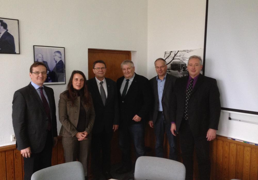 Von links: Ernst-Ingolf Angermann MdL, Beatrice Kausch,                             Samtgemeindebürgermeister Jens Range, Hans-Heinrich Ehlen MdL, Dr. Hans-Joachim Deneke-Jöhrens MdL und Frank Oesterhelweg MdL.