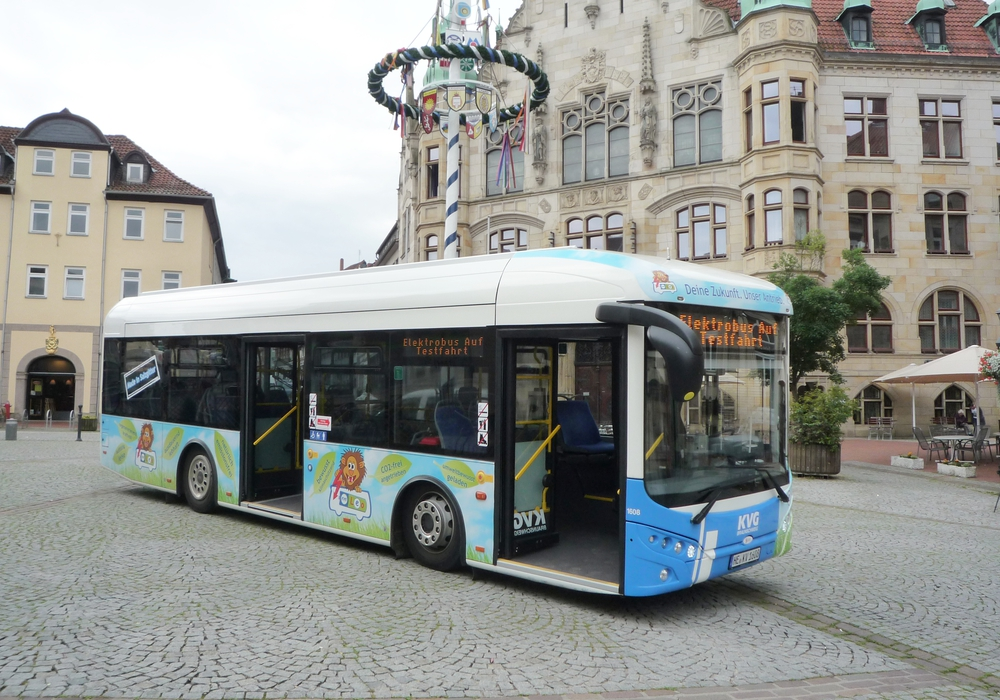 """Erster KVG-Elektrobus  """"Leo"""" im Stadtverkehr Helmstedt. Foto: KVG"""