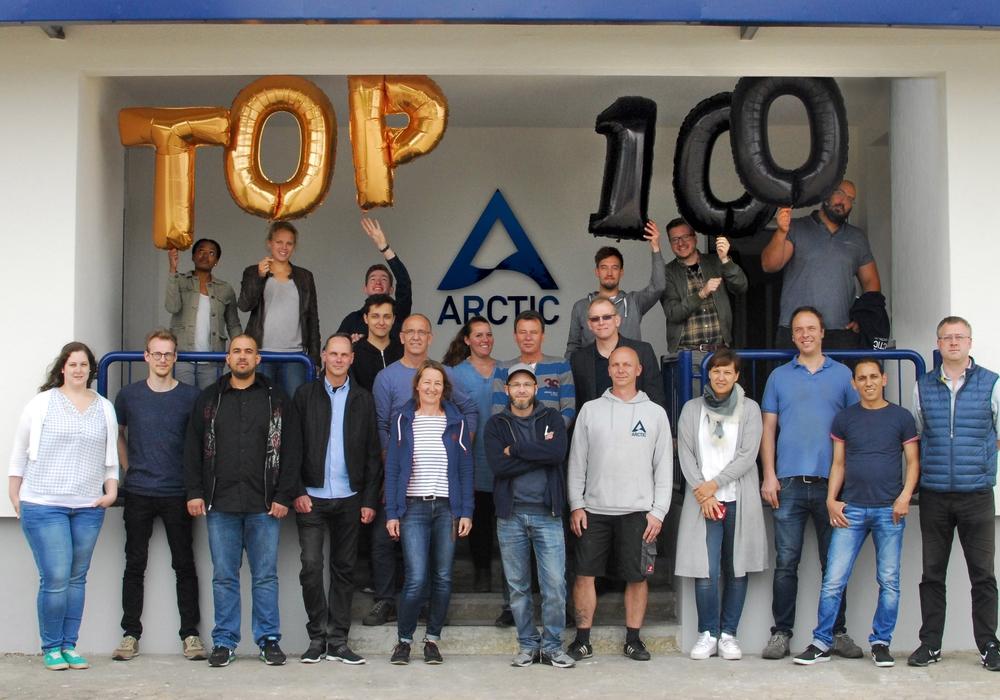 Die Belegschaft der ARCTIC GmbH freut sich über die Auszeichnung mit dem TOP-100-Siegel. Foto: ARCTIC GmbH