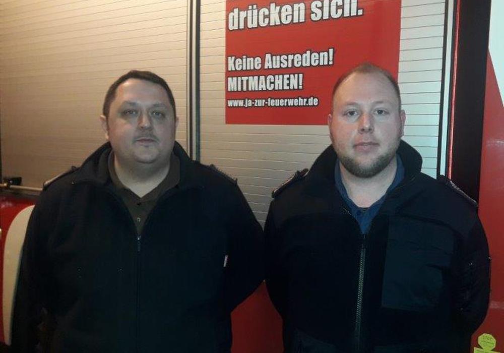 Sascha Kemus, ehemaliger stellvertretender Ortsbrandmeister und André Kohaupt, neuer stellvertretender Ortsbrandmeister. Foto: Feuerwehr Sickte