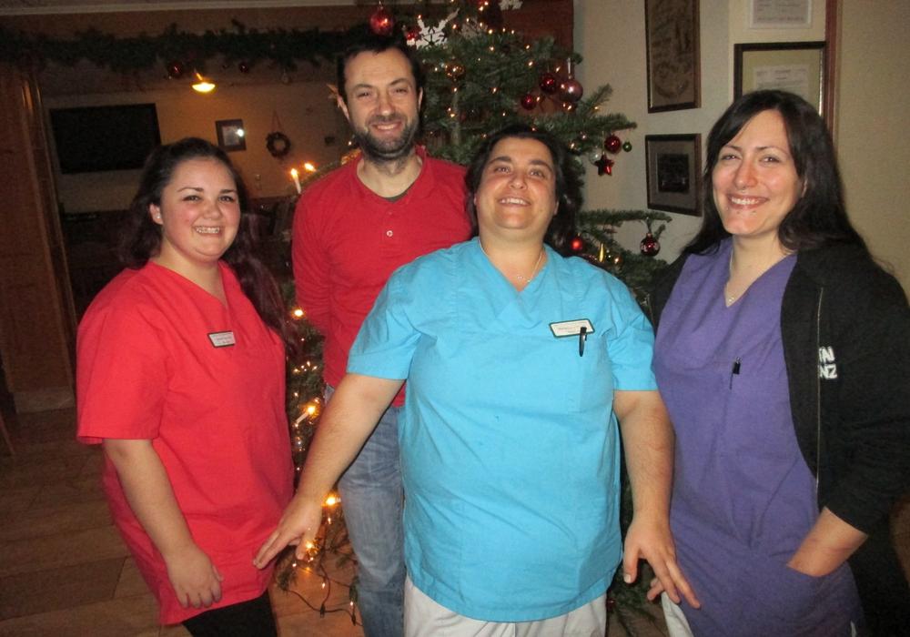 Im Bild die Sickter Weihnachtsnachtwachen (von links) Esther Vega Rico, Admir Hoxha, Maria-Luisa Ragusa und Chantal Maharmeh. Foto: Lorenz