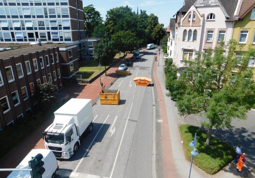 Auf den Straßen in Peine wurden Blockaden aufgestellt. Foto: Polizei