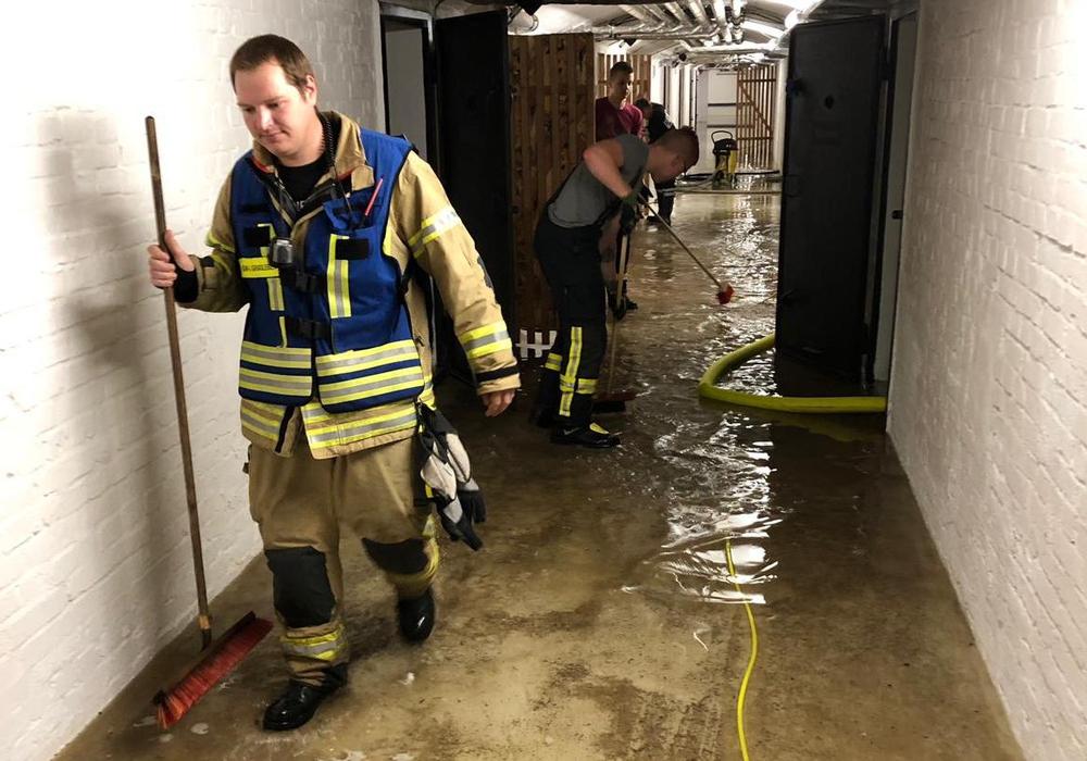 Einige Keller standen unter Wasser. Fotos: Feuerwehren der Samtgemeinde Grasleben