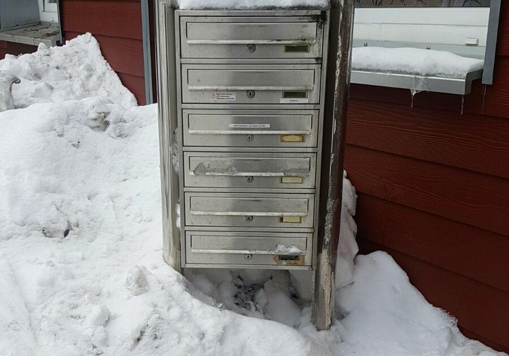 In tiefem Schnee liegen in Clausthal-Zellerfeld auch die Briefkästen. Foto: privat