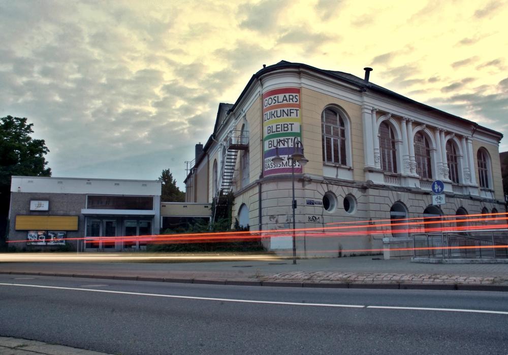 Morgengrauen am Odeon-Theater. Das angeschlagene Gebäude bekommt ein neues Leben - und einen angemessenen Abschied von der Theater-Ära. Foto: Marvin König