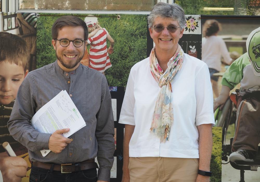 Victor Perli (links) zeigte sich beeindruckt vom Mehrgenerationenhaus. Foto: Die Linke