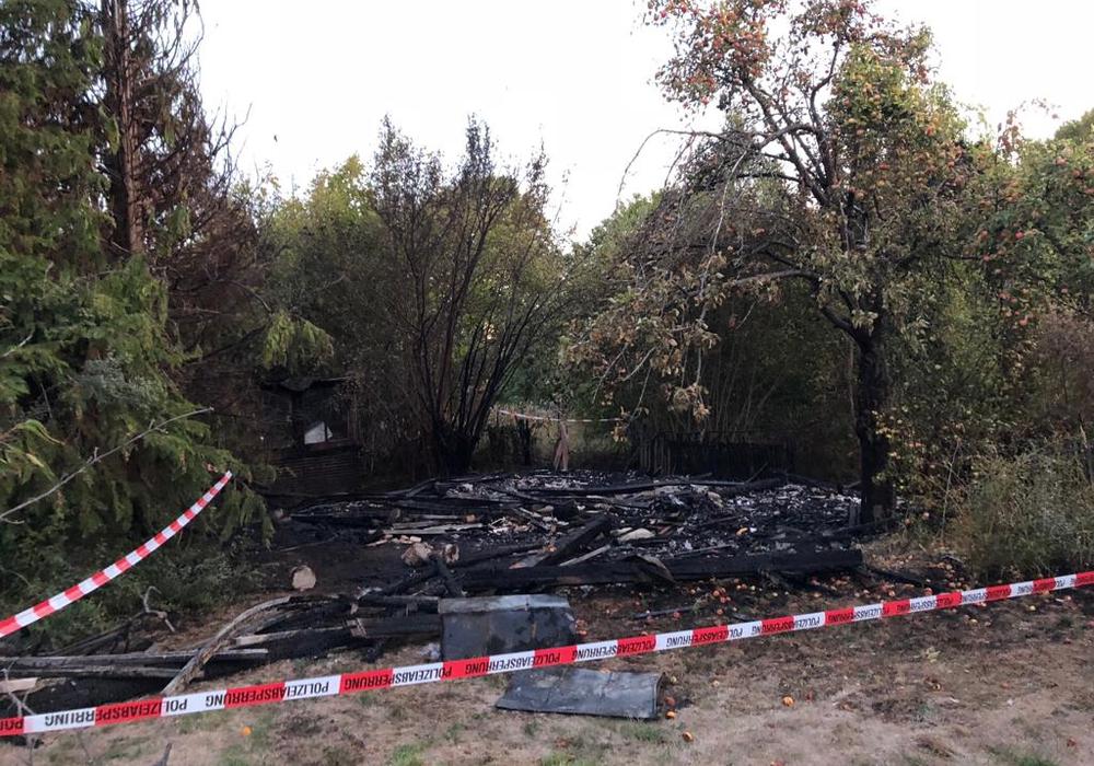 Von der Gartenlaube blieb nicht viel übrig. Foto: Feuerwehr Königslutter