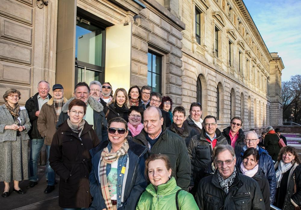 Die Teilnehmerinnen und Teilnehmer der Tour vor dem neueröffneten Herzog Anton Ulrich-Museum. Foto: Braunschweig Stadtmarketing GmbH / Peter Sierigk