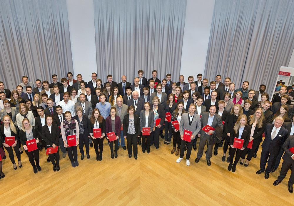 86 Studierende freuen sich über 300 Euro monatlich für ein Jahr. Foto: TU
