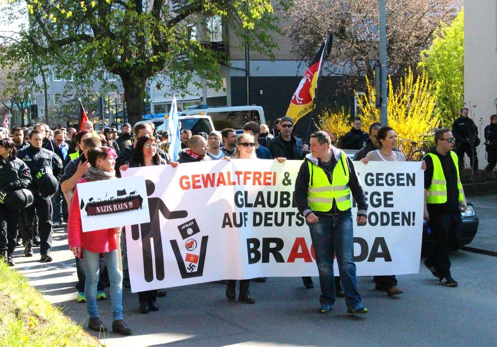 Bragida bei einem Marsch durch Braunschweig. Foto: Sina Rühland