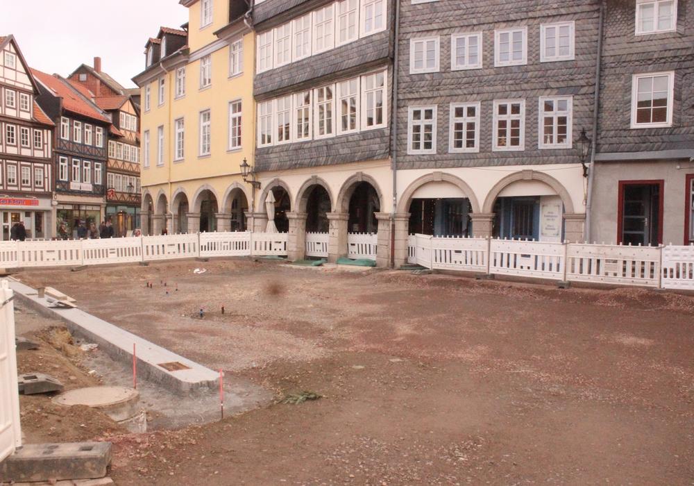 Einige Baustellen in der Stadt, wie hier in der Fußgängerzone, liegen aufgrund des Wetters brach. Foto: Anke Donner