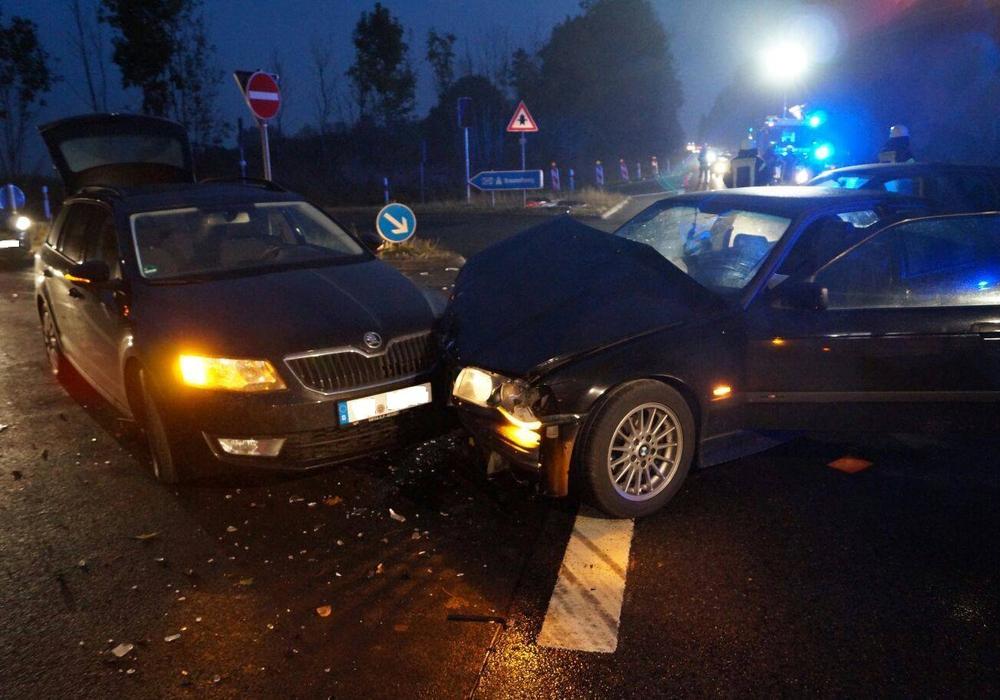 Die Fahrerinnen dieser beiden Fahrzeuge wurden leicht verletzt. Fotos: Feuerwehr Wolfenbüttel
