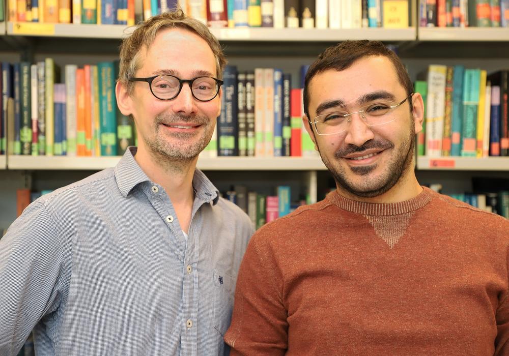 Mentor und Mentee: Professor André Fleißner (links) gemeinsam mit Hamzeh Haj Hammadeh. Foto: Hoy/TU Braunschweig