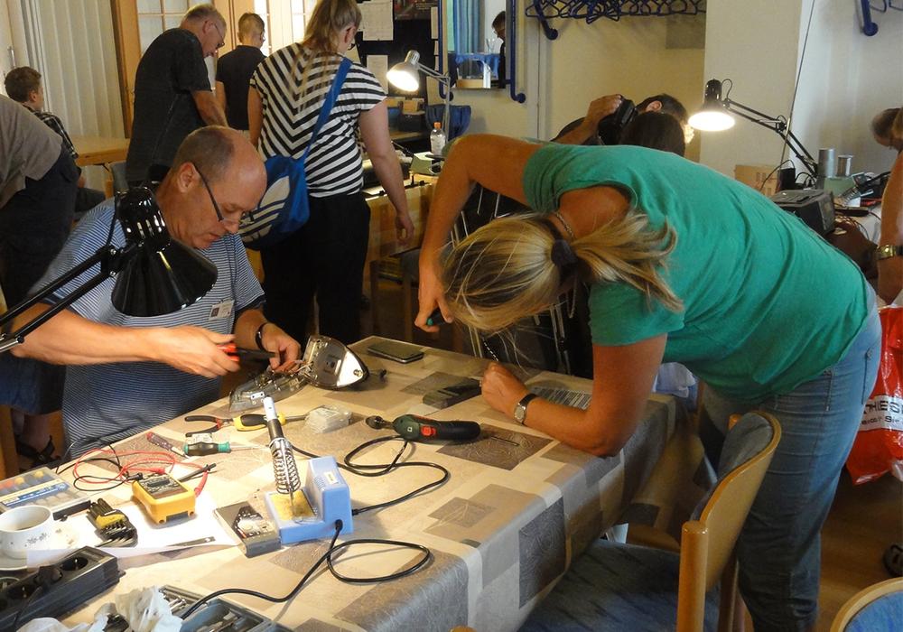 Die Teilnehmer helfen sich gegenseitig. Foto: Privat