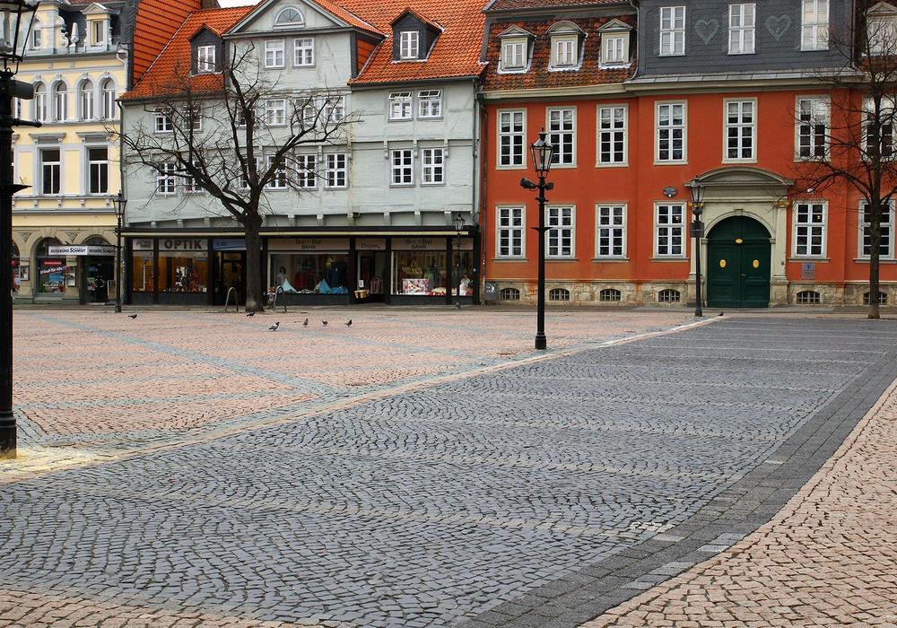 Die Parkplätze auf dem Stadtmarkt stehen für die Zeit des Weihnachtsmarktes nicht zur Verfügung. Foto: Thorsten Raedlein