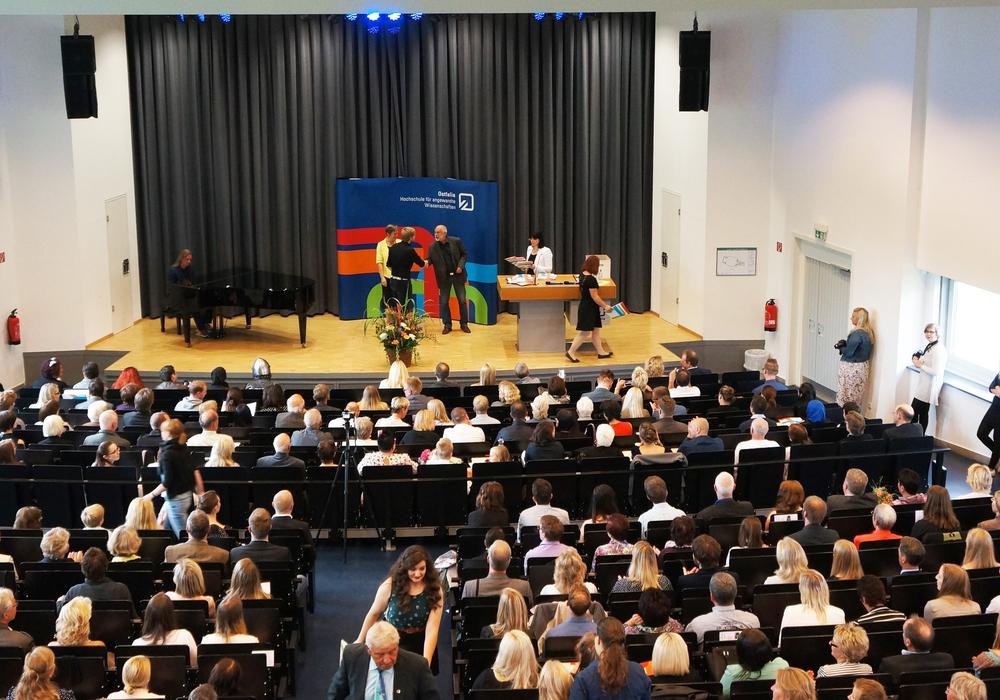 Absolventen-Verabschiedung im Jubiläumsjahr 2015 an der Ostfalia. Foto: Privat