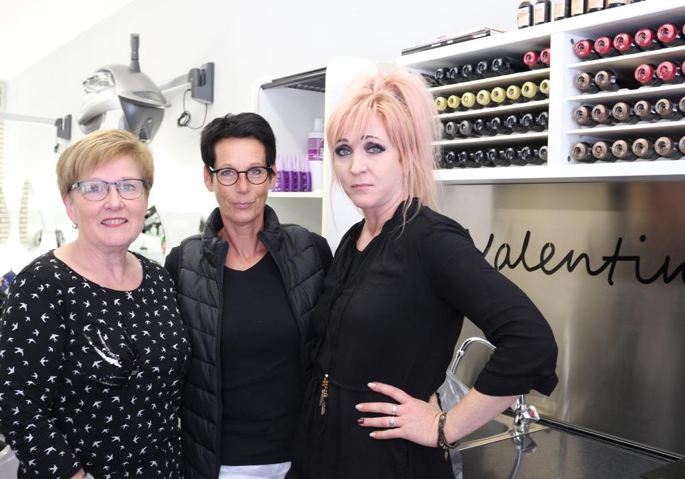 """Das Team vom Friseursalon """"Valentino"""": Susanne Ostermann, Inhaberin Andrea Stömsdörfer und das neue Teammitglied Melanie Lüddecke (v. li.). Fotos: Anke Donner"""