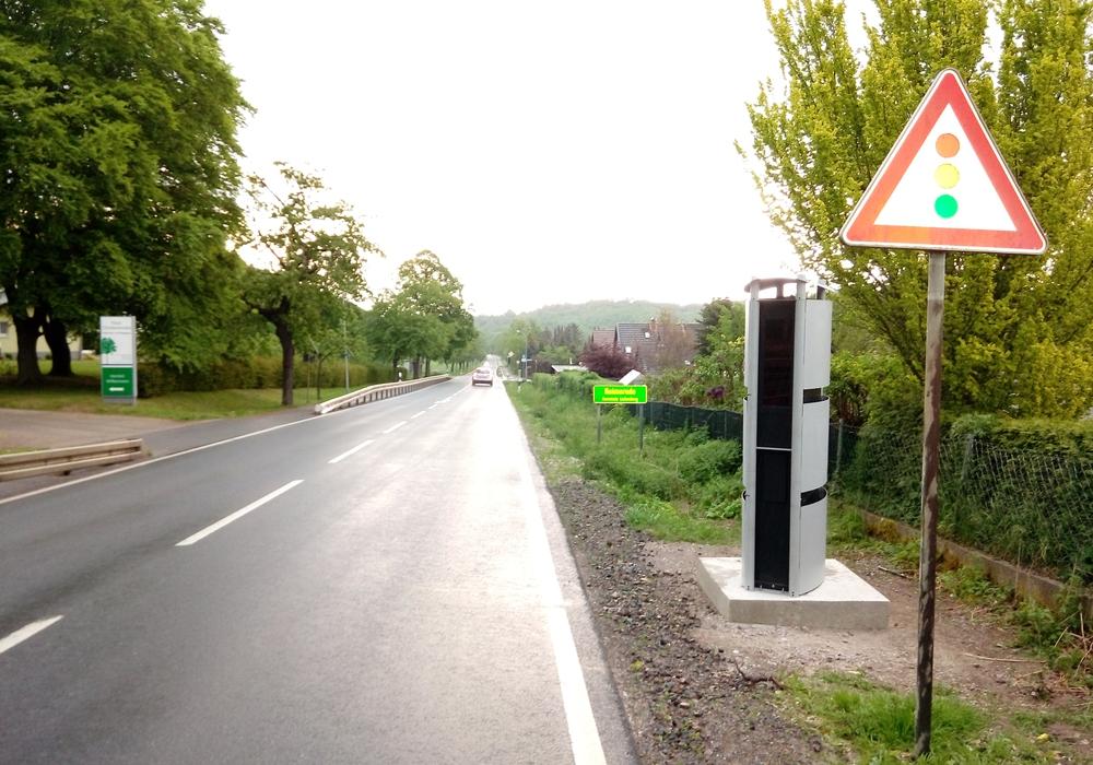 Die neuen teilstationären Messanlagen sollen dauerhaft für mehr Verkehrssicherheit in Höhe des Alten- und Pflegeheims in Heimerode sorgen. Fotos: Landkreis Goslar