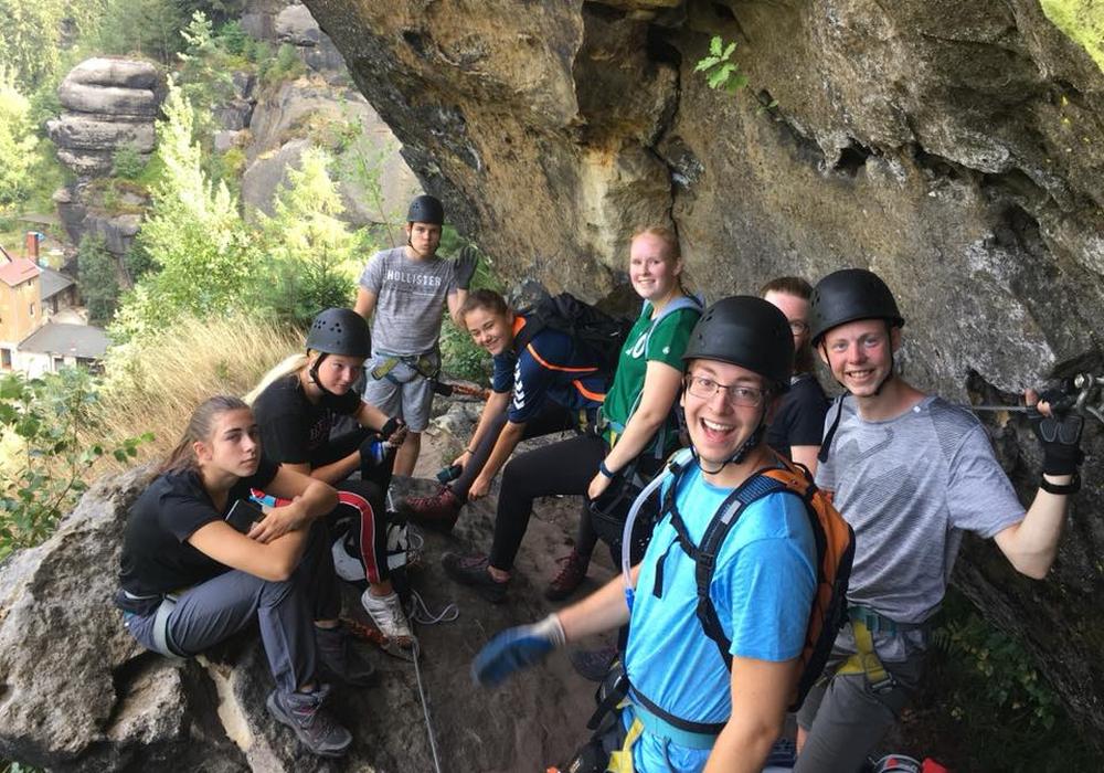 Jugendliche aus Wolfsburg beim Klettern in der Sächsischen Schweiz. Fotos: Stadt Wolfsburg