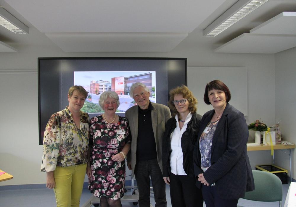 Von links: Annette Emmert, Brigitta Oppermann, Eckhardt Schimpf, Uta Hirschler und Birgit Förster. Foto: HEH