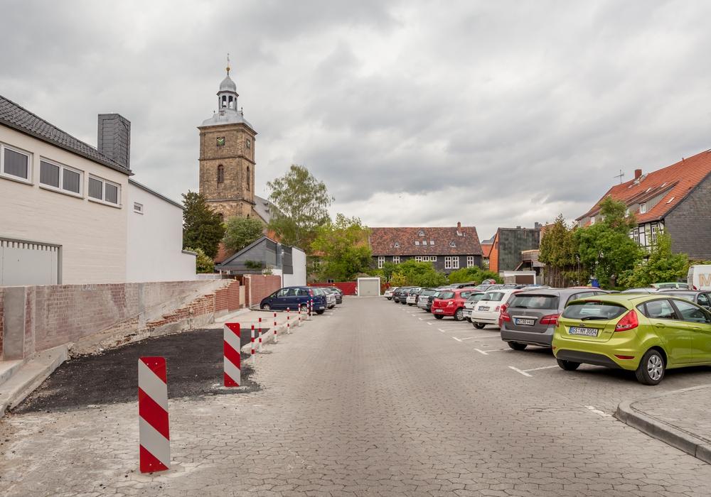 Die Verwaltung soll auf Anregung der Linken Ratsfraktion prüfen, ob in der Bolzenstraße mehr Stellflächen geschaffen werden können. Fotos: Alec Pein