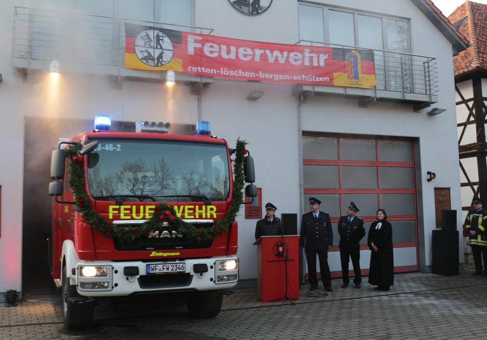 Die Feuerwehr Schladen bei der Präsentation des HLF 10 im Januar. Foto: Archiv